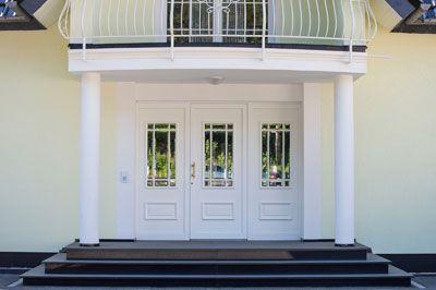 So eine Außentreppe aus Granit für den Hauseingang ist wirklich praktisch, weil sie so pflegeleicht und robust ist.