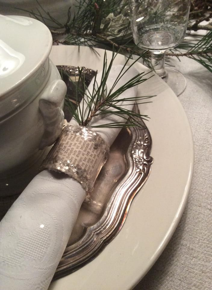 napkin ring made of toilet paper roll