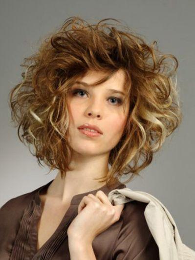 MEDIUM LENGTH HAIRCUT: Medium hairstyles