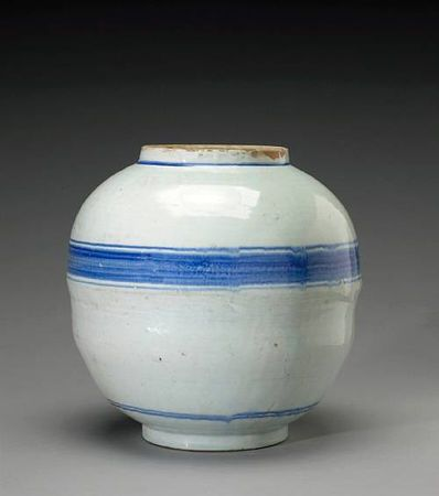 A blue and white porcelain storage jar. Joseon Dynasty, 19th Century