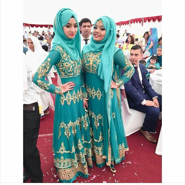 Adore this shade of turquoise Makes the bridesmaids stand out in elegantly Pic From: @nv.fisx #desibridesmaids101 #bridesmaids #desi #Asianwedding #Asian #wedding #bengali #bengaliwedding #fashion #dupatta #hijab #muslim #muslimwedding #modestfashion #oot