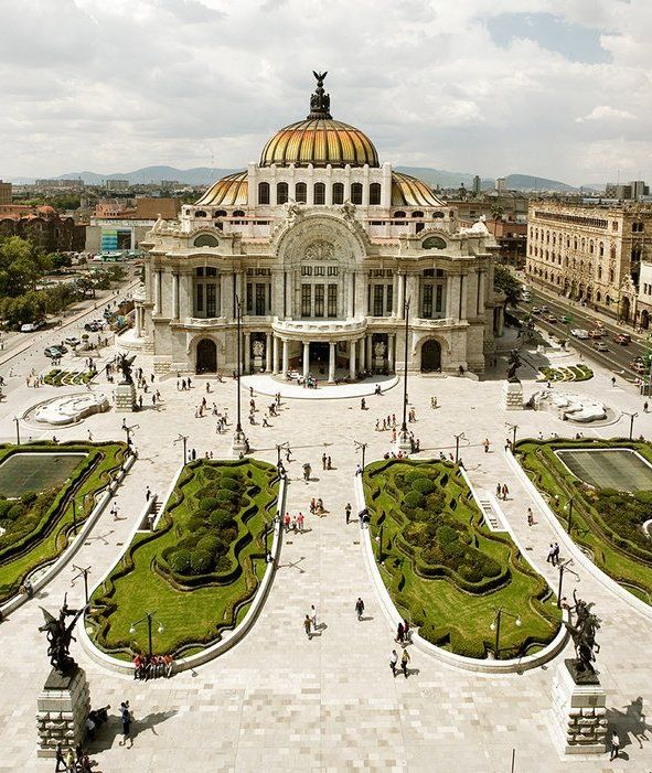 Mexico City's Palacio de Bellas Artes