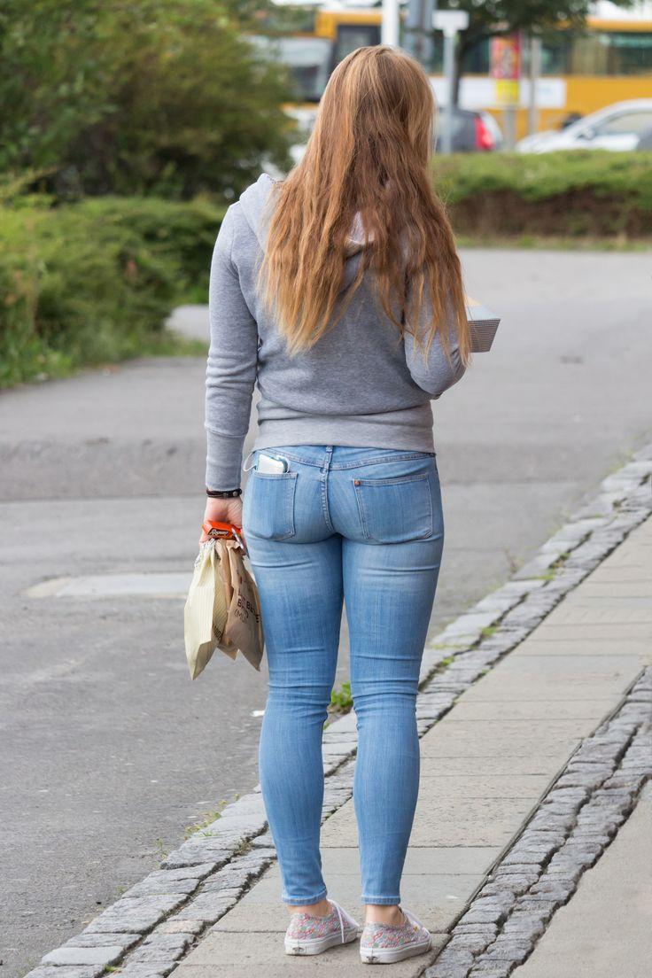 видео поп в джинсах на улице - 5