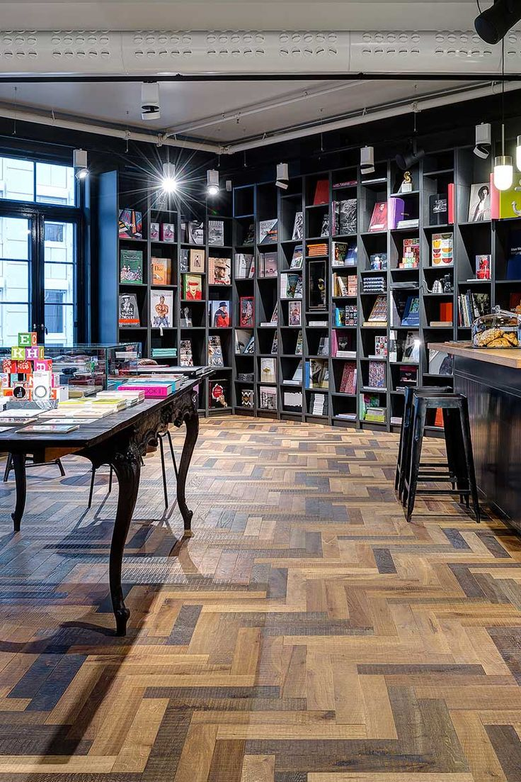 Herringbone floor | Bookstore | Oslo This Norwegian book store has both books and soul in abundance. The herringbone Chapel Hermitage wooden floor is composed of differently coloured planks, to a wonderful effect.