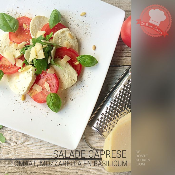 Salade caprese. Lekker als bijgerecht bij een pasta of bbq! (mozzarella, tomaat, pijnboompitten, verse kruiden, basilicum, pesto of balsamico crème, makkelijk, simpel, salade, bijgerecht, avondeten, maaltijd)