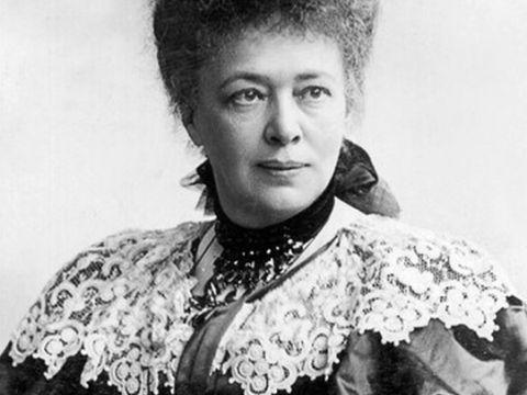 Bertha von Suttner - 1843 in Prag geboren. Sie war eine österreichische Pazifistin, Friedensforscherin und Schriftstellerin. 1905 wurde sie mit dem Friedensnobelpreis ausgezeichnet.