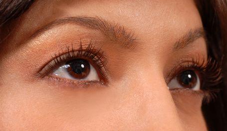 Como destacar olhos castanhos   eHow Brasil