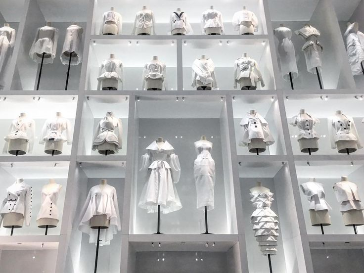 When you get to Heaven and dont know where to look at! Last 3 days to enjoy the fashion exhibition Christian Dior Couturier du Rêve at @lesartsdecoratifs in Paris #dior70  #fashionexhibition #fashioncurator