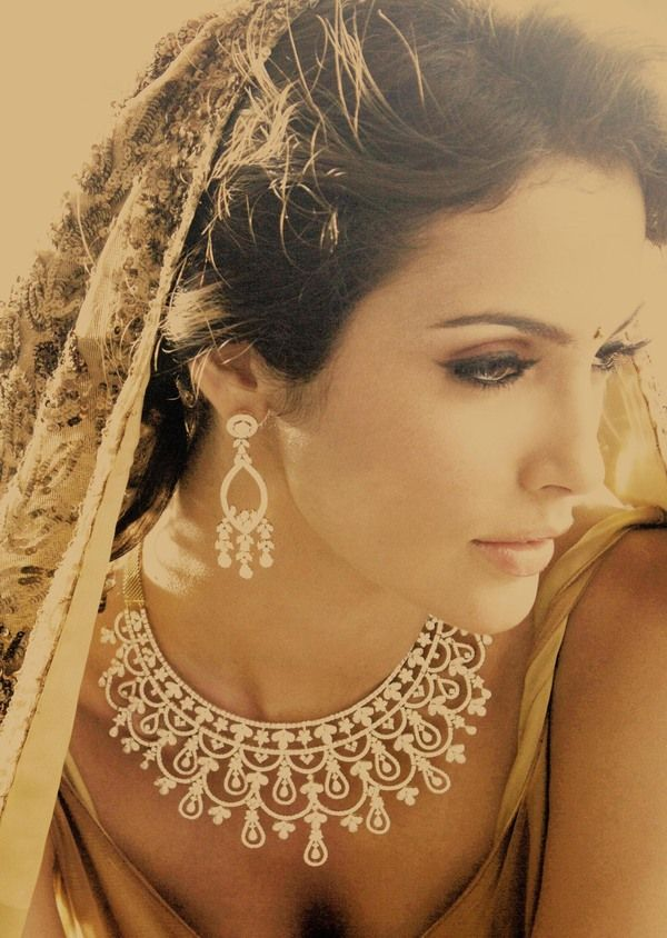 That necklace! And we can't get over how gorgeous she is, too. #wedding #jewellery