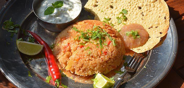 Kun teet intialaista ruokaa, tee sitä reilusti kerralla. Jämistä saa seuraavana päivänä erittäin helpon herkun. Paistettu riisi syntyy toki myös tuoreista tarvikkeista.