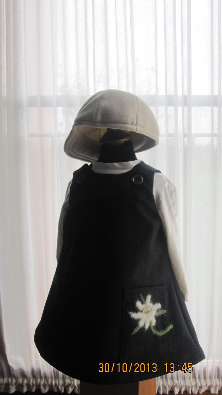 Vestito da bambina in lana.