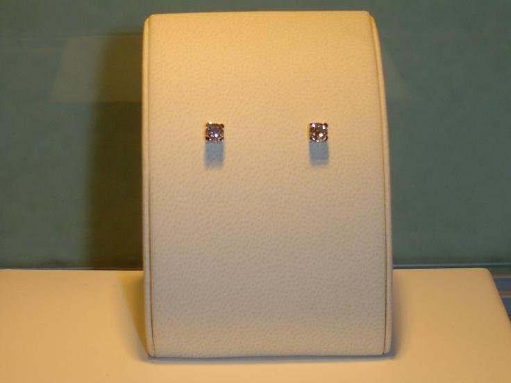 Botones de oro blanco y brillantes. 0,82 quilates. PVP 3.600 € (antes 4.500 €)