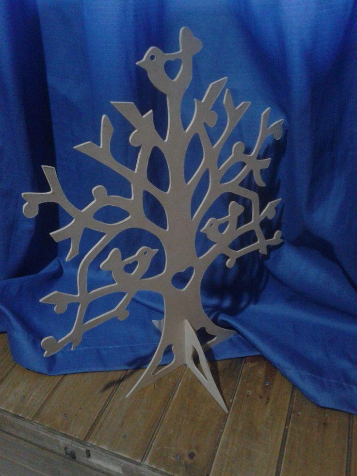 Modelo Árbol de la Vida con pájaros y Corazones para corte Láser y CNC. Diseño de un árbol de la vida con pié, el diseños cuenta con pájaros y corazones.