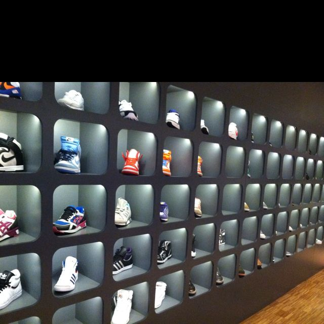 Nike store roma shops pinterest shoe display i am for Sneaker wall display