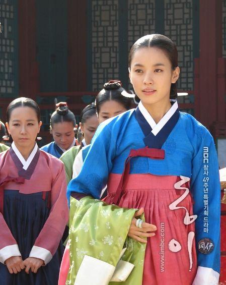'동이' 한효주♡♡Dong Yi (Hangul: 동이; hanja: 同伊) is a 2010 South Korean historical television drama series, starring Han Hyo-joo, Ji Jin-hee, Lee So-yeon andBae Soo-bin. About the love story between King Sukjong and Choi Suk-bin, it aired on MBC from 22 March to 12 October 2010 on Mondays and Tuesdays at 21:55 for 60 episodes.