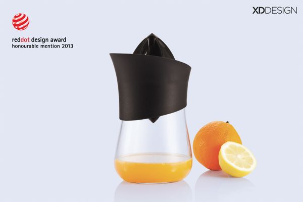 Press hand juicer by Antoine Persyn, via Behance