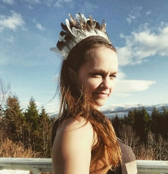Handmade grouse feather headdress - When oneseeks answerson a vision quest, it is the power of Grouse that carries theuniversal wisdomaround the spiral to the seeker.