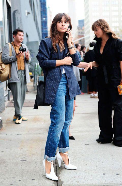 El estilo de Miroslava Duma es ecléctico, siendo capaz de llevar piezas de infarto con básicos del armario. ¿Se pueden llevar mejor unos pantalones vaqueros?
