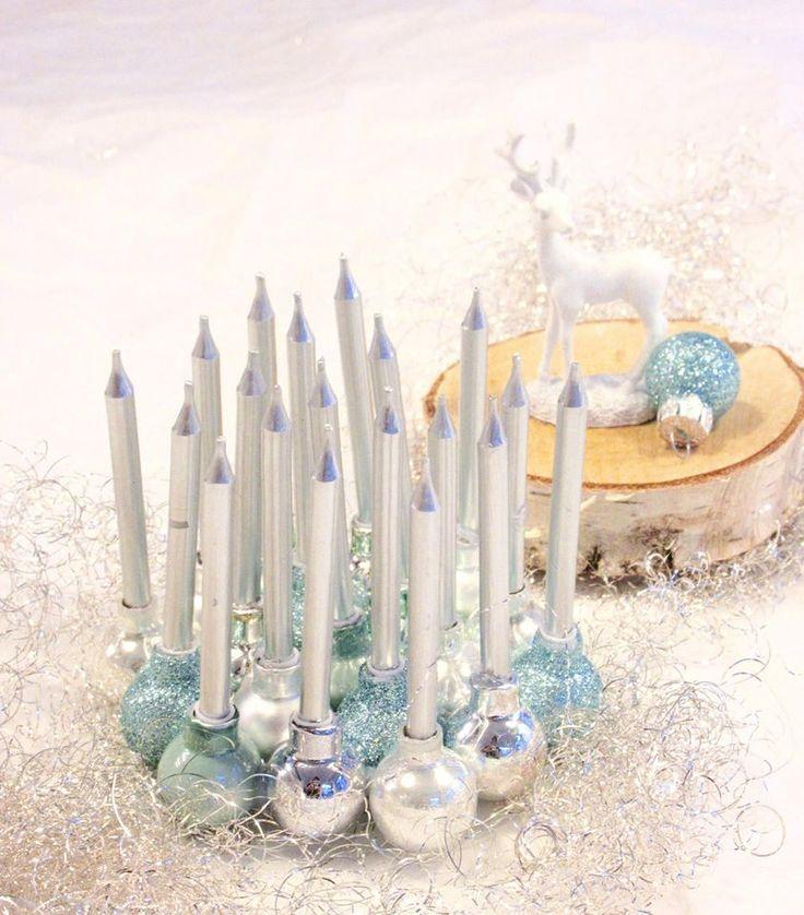 Kleine silberne Kerzen + kleine Christbaumkugeln + Klebe Pistole --FERTIG ist eine kleine festliche Deko <3 <3 <3