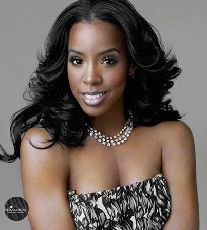 O cabelo da cantora parece estar sempre top! E vocês o que acham da tissagem de Kelly Rowland?