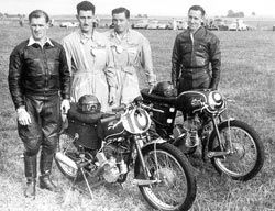At race meetings, the immaculate bikes were accompanied by mechanics dressed in blue Italian-style overalls, decorated with Rex's three-pointed star emblem.