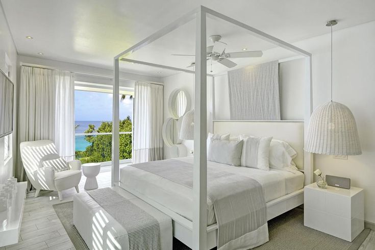 BIANCO EVERGREEN ALLE BARBADOS. Location: isole Barbados; firm: interior decorator Kelly Hoppen.