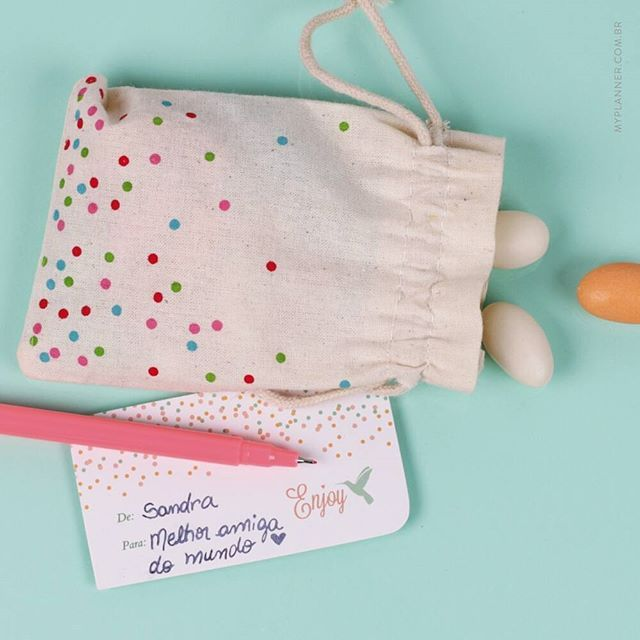 O My Planner tem My cards confete fofos, para passar seu email, número de telefone, rede social...