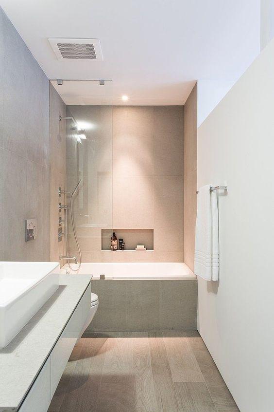 Oltre 25 fantastiche idee su lungo bagno stretto su - Arredare bagno lungo e stretto ...