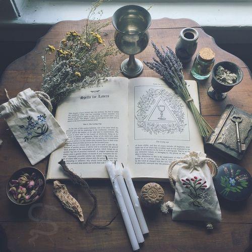 ¤ Altar & Amulets | Spells & Solitude ¤