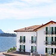 Patrizia Mosconi Ristruttura la Reception di Villa Hadeel - Hotel a Griante sul Lago di Como #hotel #contract #lakecomo #patriziamosconi #homedecor #interiodesign #turkney #tessutilusso #luxuryfabric #inkjetprinting