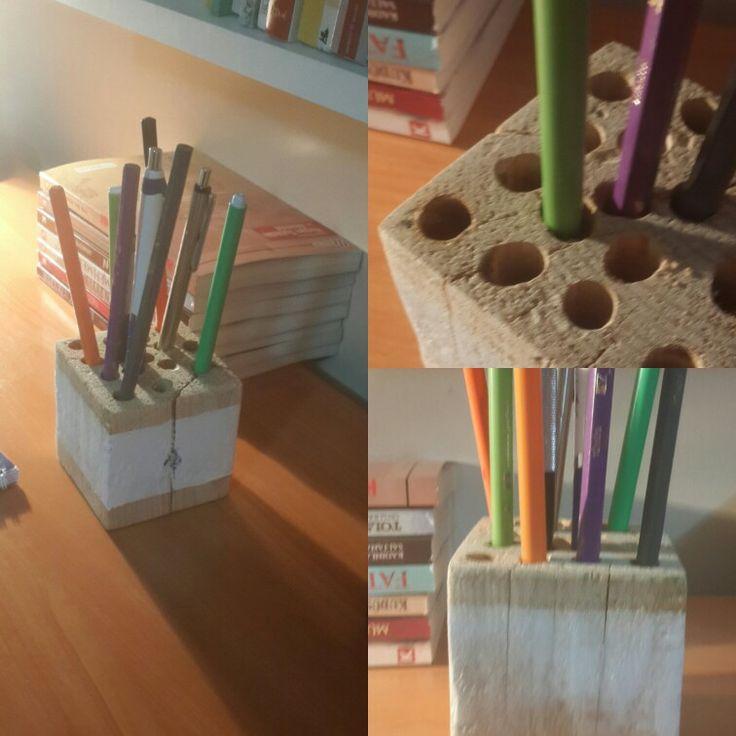 Kalemlik - Pencil Case - Pallet Pallet takozuna 10 mm tahta matkabıyla açılan deliklerle kullanışlı bir kalemlik...