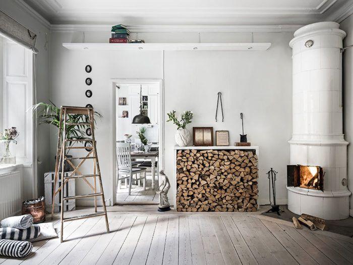 historiska_hem_vardagsrum_2 Love the fireplace.