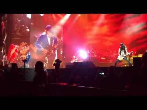 Axl Rose é confirmado como vocalista substituto do AC/DC e Angus Young toca com GN'R. Veja! #Festival, #Grupo, #M, #Música, #Noticias, #Novo, #Popzone, #Portugal, #Rock, #Série, #Youtube http://popzone.tv/2016/04/axl-rose-e-confirmado-como-vocalista-substituto-do-acdc-e-angus-young-toca-com-gnr-veja.html