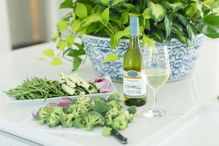 Gather around our Lavin family table for an easy holiday recipe! Our friends at Oyster Bay Wines made for the perfect cooking partner! #oysterbaywines #recipes http://www.lavinlabel.com/2017/12/14/easy-impressive-vegetable-tempura/