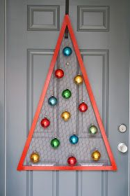 A Diamond in the Stuff: Chicken Wire Christmas Tree