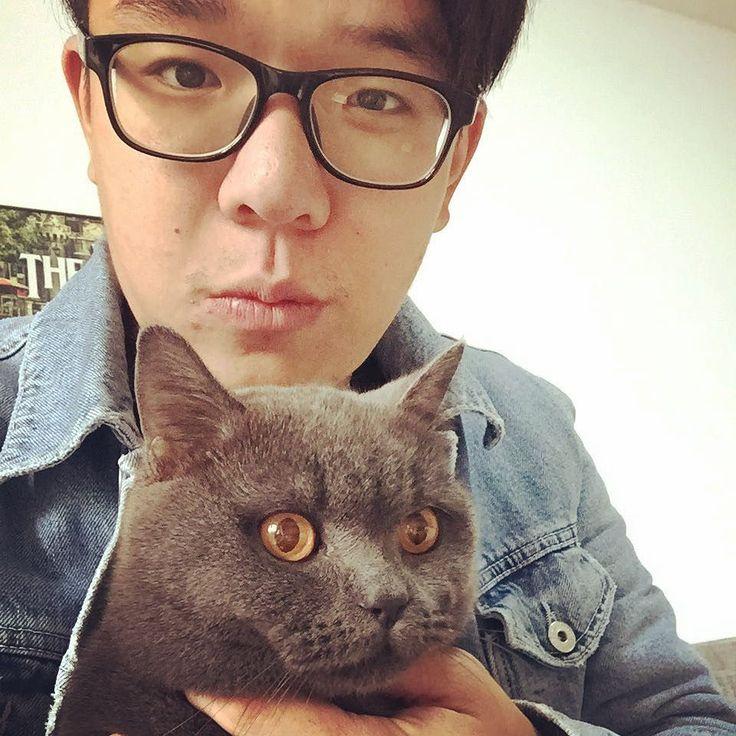 Finally we did a selfie #cat #selfie by dom_ontheway