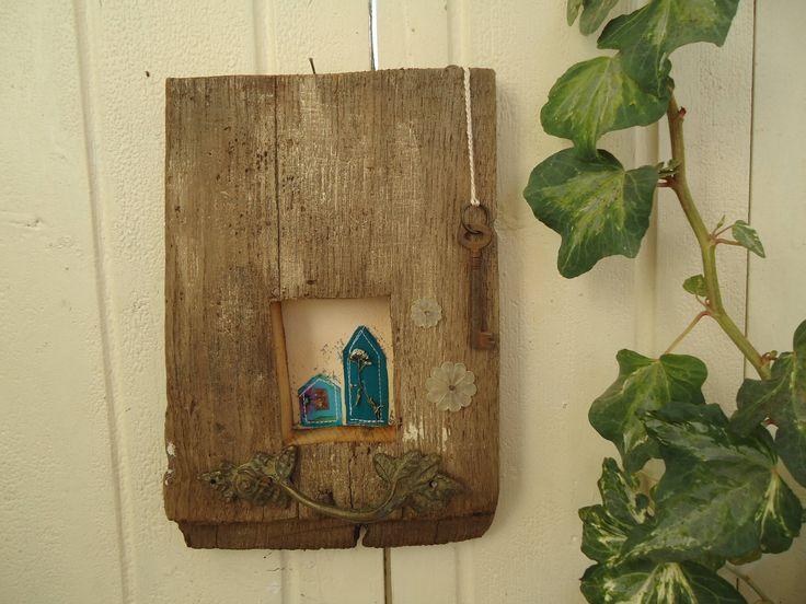 Sono felice di condividere l'ultimo arrivato nel mio negozio #etsy: Quadro in legno riciclato - Decorazione da appendere - Regalo Casa Nuova - Regalo Pasqua - Quadro rustico - Festa della mamma http://etsy.me/2Fhhwt9
