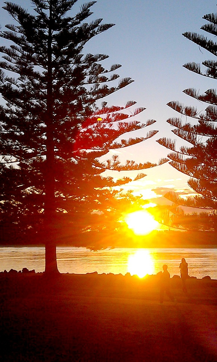 Brilliant sunsets in Port Maquarie, Australia  - Enjoy whilst having a cold beer at the Beachhouse Cafe and Bar, a #hooroo #Secretspots