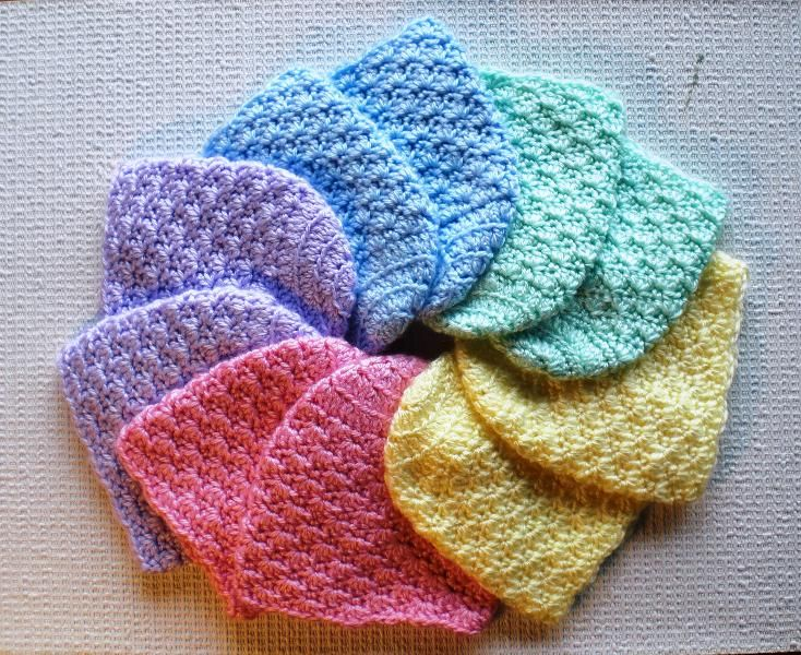 Crochet newborn baby hat pattern.  These would be ideal to make up and donate to local hospitals.  They ALWAYS need hats for the babies!