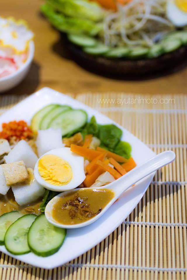 Gado Gado Siram Ala Surabaya Jika Umumnya Gado Gado Menggunakan Bumbu Uleg Maka Lain Halnya Dengan Gado Gado Surabaya Yang Dijer Makanan Resep Makanan Resep