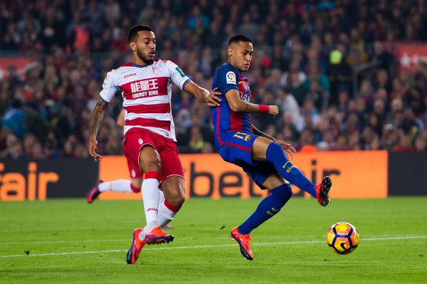 Neymar Santos Jr (R) of FC Barcelona competes for the ball with Ruben Vezo of Granada CF during the La Liga match between FC Barcelona and Granada CF at Camp Nou stadium on October 29, 2016 in Barcelona, Catalonia.