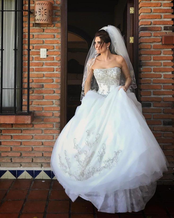 Quiero mucho más que un simple plan #EyM #labellaylabestia #beautyandthebeast  #disneylovestory #bride #destinationphotographer #destinationweddingphotographer #destinationwedding #wedding #bride #FincaGuadalupe #morelos