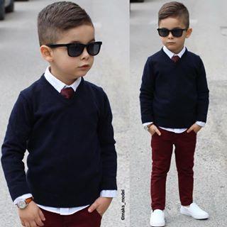 ♕Maks Model♕ Vaqueros burdeos, playeros blanco, camisa con jersey azul y corbata y gafas ♥♥
