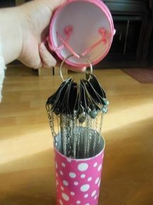 Great idea to store jewelry especially when preparing a basket party! A wine holder and a small book ring :)