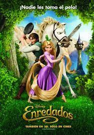 a princesa Rapunzel, una hermosa joven que posee una larga cabellera rubia, ha permanecido encerrada en la torre de su castillo desde el día en que nació. Tiene totalmente prohibido atravesar los muros y salir al exterior, donde la acechan innumerables peligros