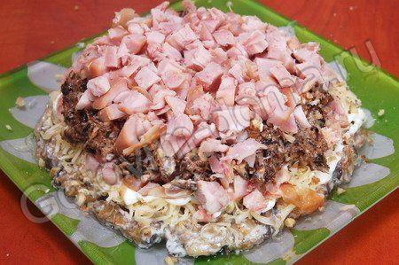 Салат с копченой курицей и черносливом Сказочная поляна