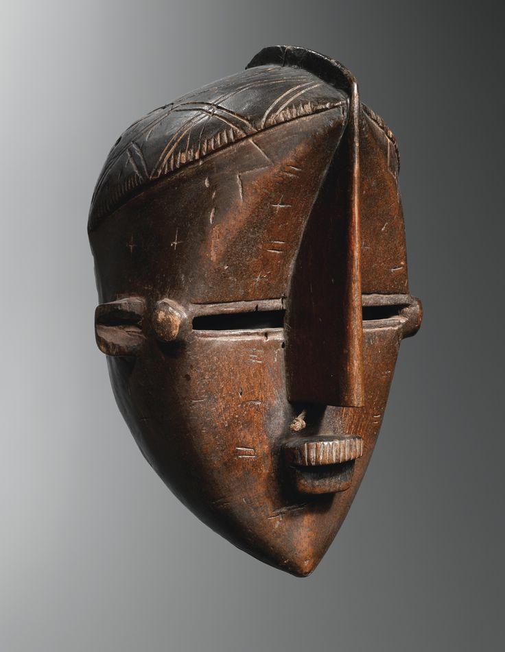 Masque, Lwalwa, République Démocratique du Congo | Lot | Sotheby's