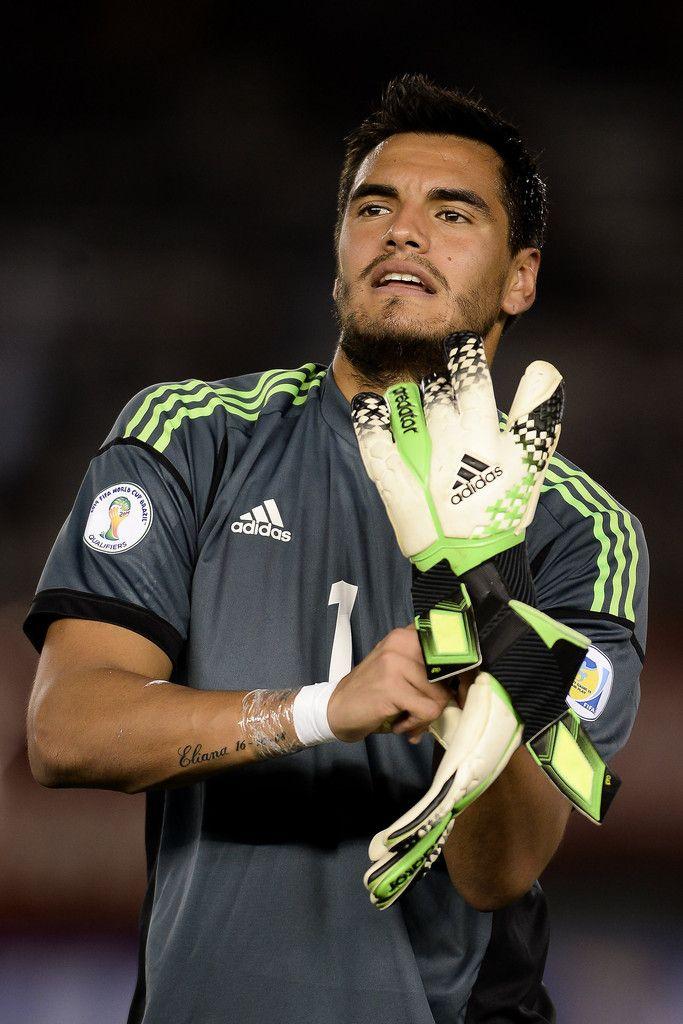 Sergio Romero Photos: Argentina v Peru - FIFA World Cup 2014 Qualifiers