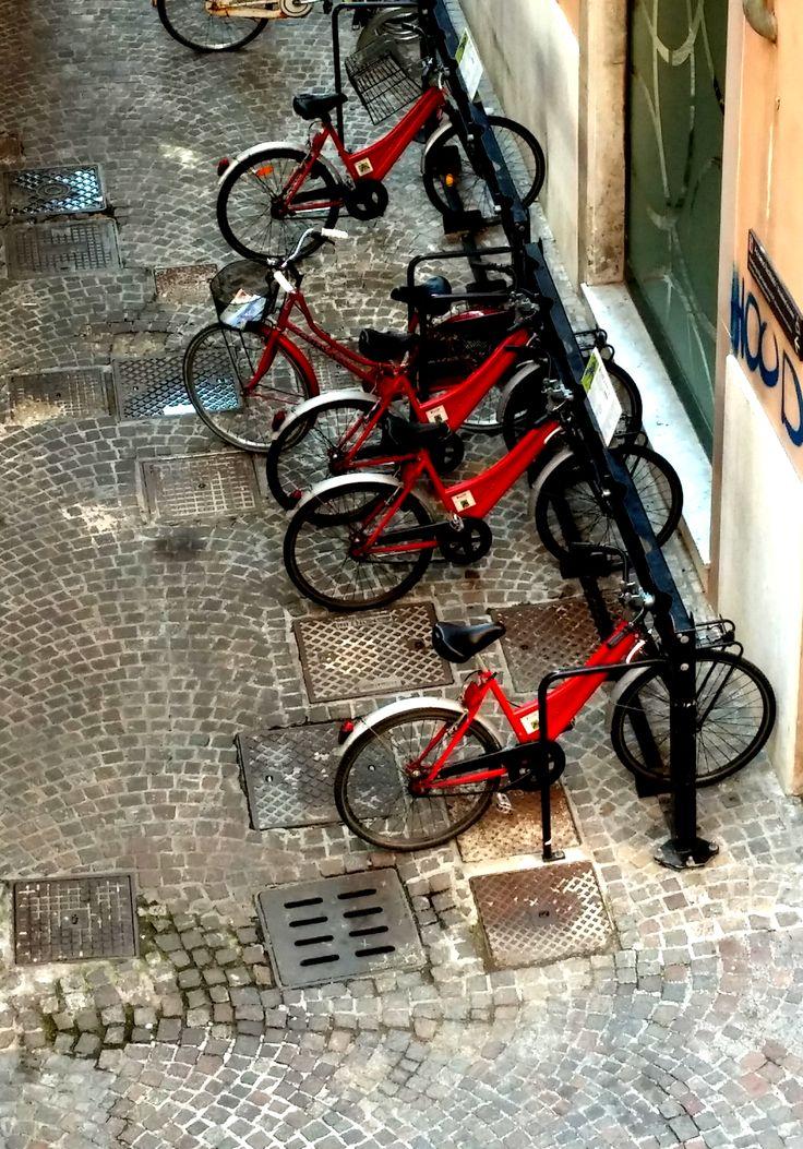 Biciclette in attesa. #Rimini