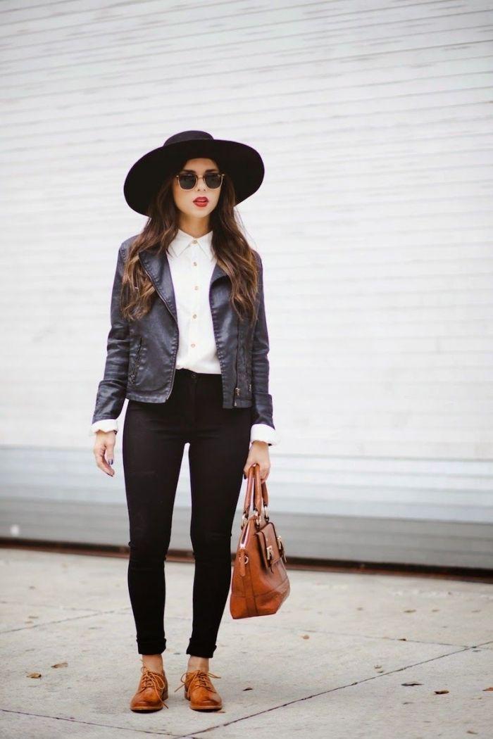 modèle de pantalon slim noir et chemise blanche combinés avec veste en cuir  noir, porter chaussures plats marron avec sac à main marron 0bb9e917dbe8